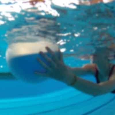 fluiball in piscina